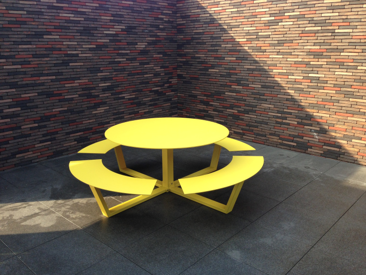 cassecroute la grande ronde design picnic table round design aluminium yellow