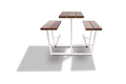 beer table - hoge picknicktafel - iroko balken witte onderstellen