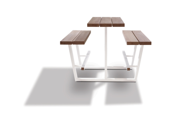 beer table - hoge picknicktafel - iroko balken witte onderstellen