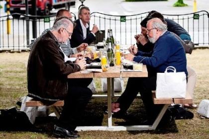 Picknick aan tafel gebracht in Hasseltse parkjes