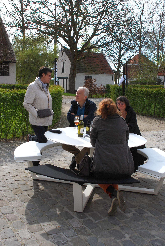 La Grande Ronde Cassecroute Handmade Picnic Tables - White round picnic table