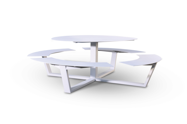 La grande ronde picnic table cassecroute handmade for Grande table ronde bois